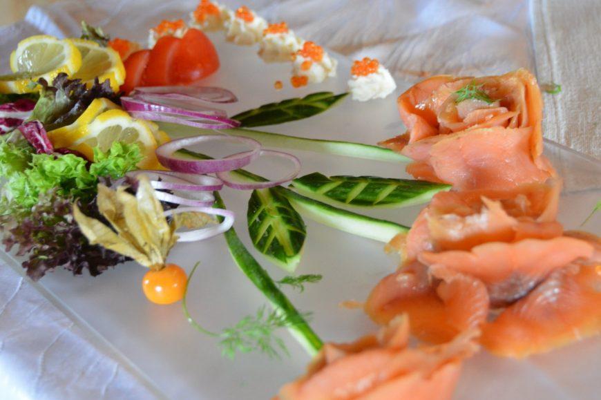 Max' Geschmacks Vorschlag: Spargelsalat mit Blattspinat und Ei