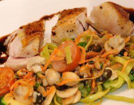 Max' Geschmacks Vorschlag: Zucchini-Puffer mit einem sommerlichen Salat